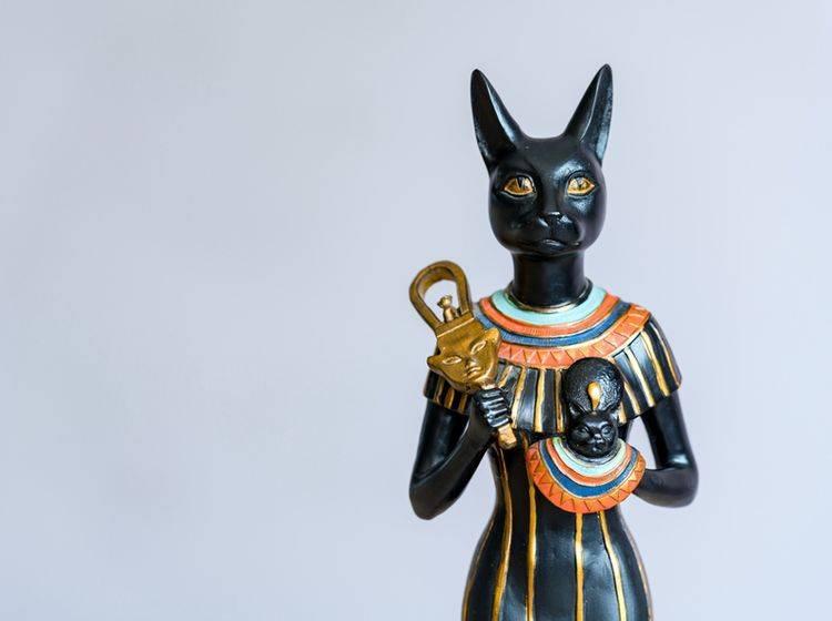 Die ägyptische Göttin Bastet wurde als Frau mit Katzenkopf dargestellt – Shutterstock / aSuruwataRi
