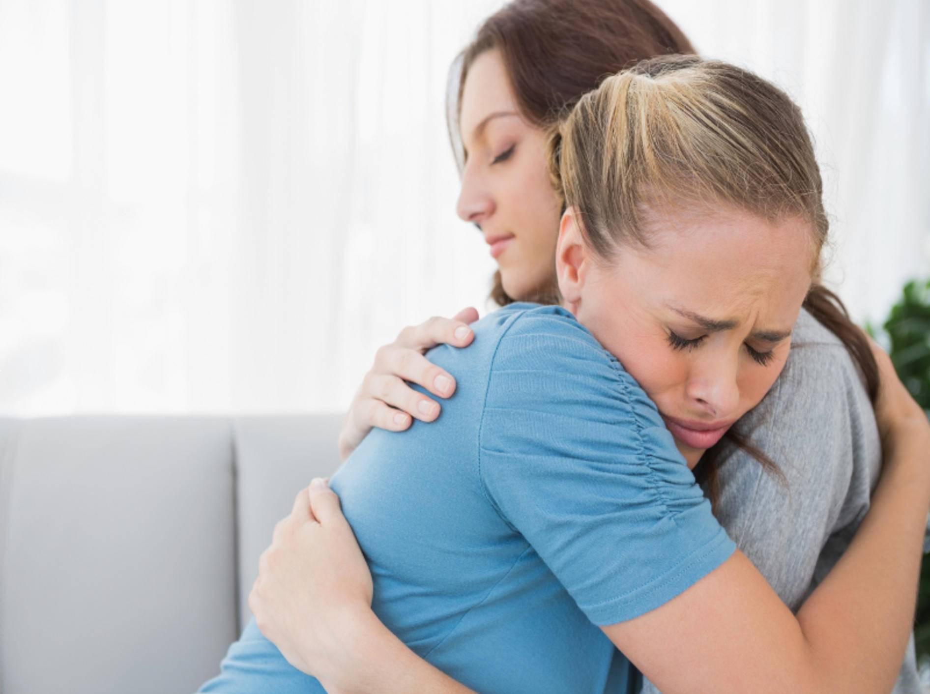 Geben Sie Trauernden das Gefühl nicht alleine zu sein – Shutterstock / wavebreakmedia